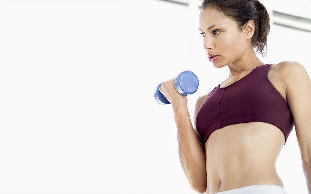 mujer-pesas