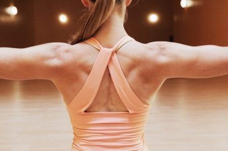 mujer trapecio musculo